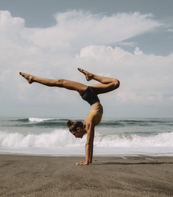 Handstand marine chapon yoga